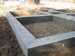 Какой фундамент нужен для дома из бруса под усадку?
