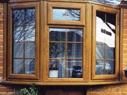 Окна из лиственницы и дуба – море и ученый кот